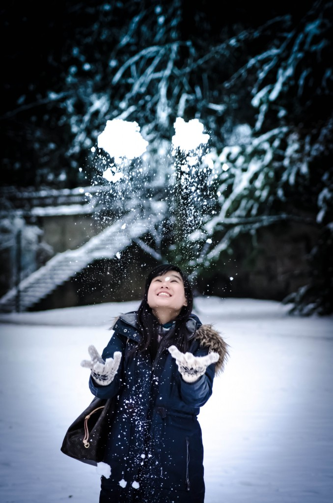Playing with snow (Jhia Chun)